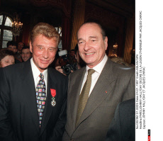 PARIS: JOHNNY HALLYDAY DECORE DE LA LEGION D'HONNEUR PAR JACQUES CHIRAC