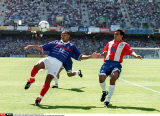 WORLS CUP 98 : FRANCE VS PARAGUAY. THIERRYHENRY CROSSES UNDER PRESSURE FROM PEDRO SA