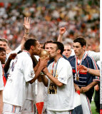 WORLD CUP FINAL: FRANCE - BRAZIL: 3-0     THIERRY HENRY & YOURI DJORKAEFF KISSE THE