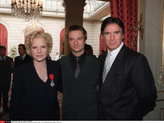PARIS/ REMISE DE DECORATIONS A L'ELYSEE PAR JACQUES CHIRAC : SYLVIE VARTAN,DAVID HAL
