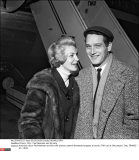 France, Orly : Paul Newman and his wife